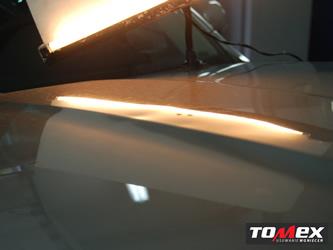 usuwanie wgnieceń na masce samochodu